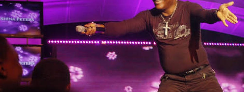 Odunlade Adekola Prostrates For Sir Shina Peters On Stage